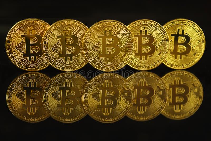 Versão física do dinheiro virtual novo de Bitcoin fotografia de stock royalty free