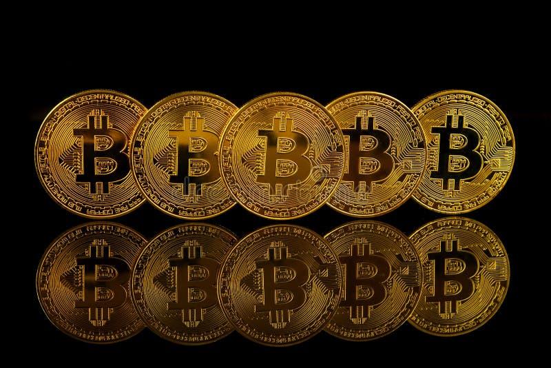 Versão física do dinheiro virtual novo de Bitcoin imagens de stock