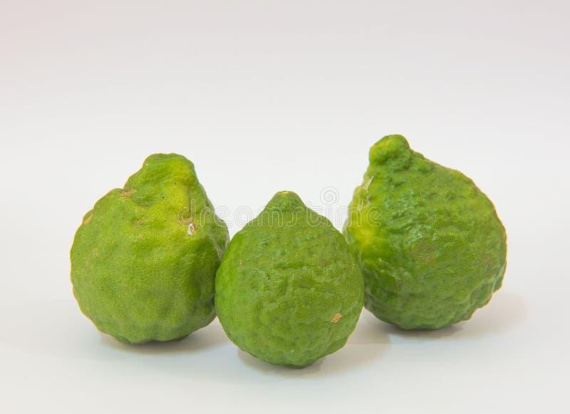 Vers Bergamotfruit, groene Bergamot op witte achtergrond stock afbeeldingen