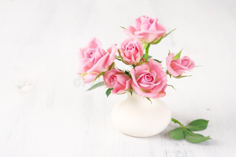Vers bloemenboeket van roze rozen royalty-vrije stock afbeeldingen