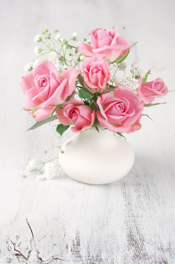 Vers bloemenboeket van roze rozen royalty-vrije stock fotografie