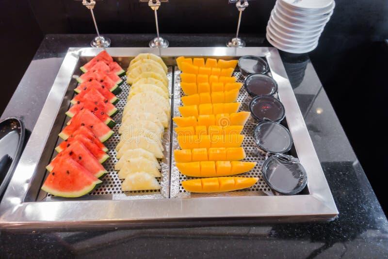 Vers fruit, ananas, kantaloep en watermeloen stock foto