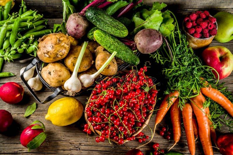 Vers fruit, bes en groenten royalty-vrije stock foto's