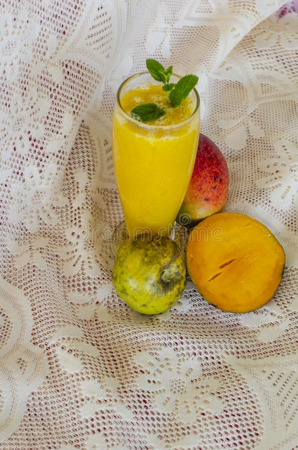 Vers Fruit Juice Of Mango And White Sapote stock foto