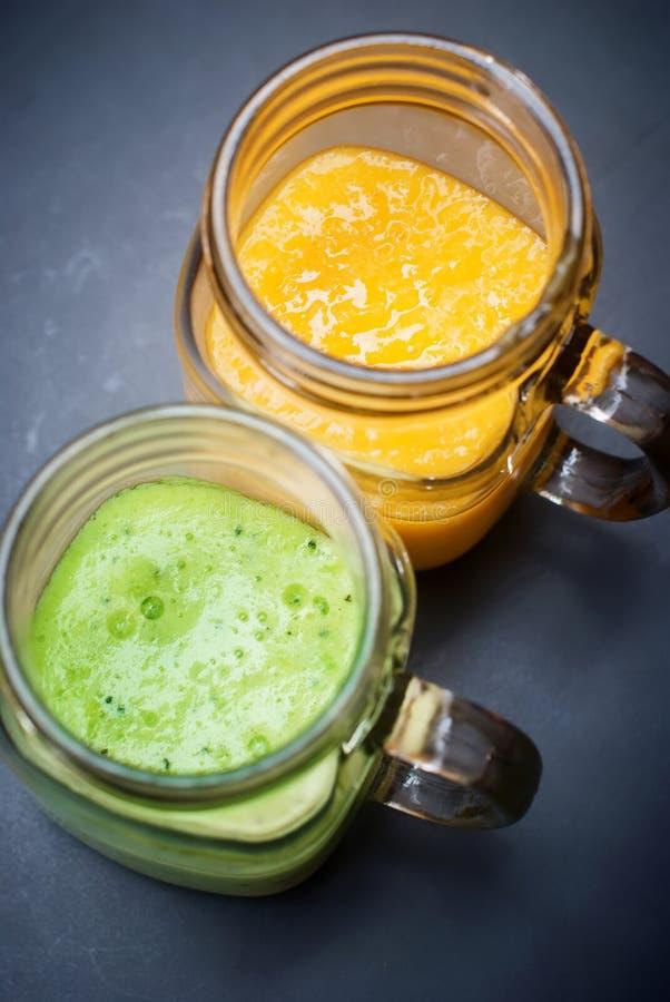 Vers Fruitmango Kiwi Juice Smoothie Glass Jar stock afbeeldingen