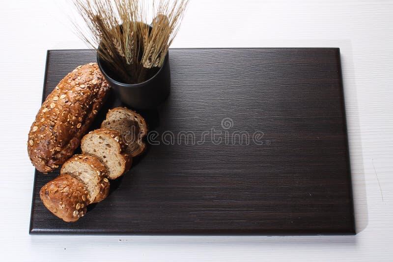 Download Vers Gebakken Brood Met Oren Van Tarwe Gele Tarwe Het Ontbijt Is Stock Foto - Afbeelding bestaande uit deeg, organisch: 107700698