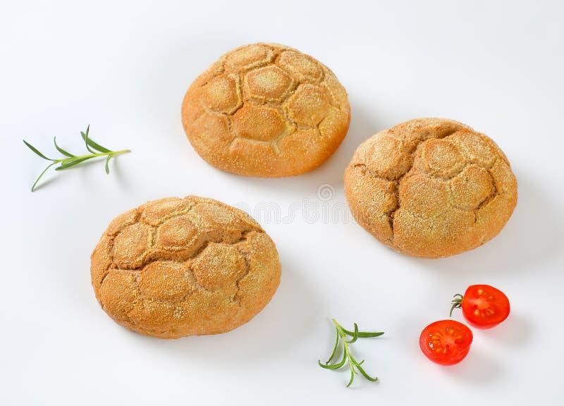 Vers gebakken broodjes stock afbeeldingen