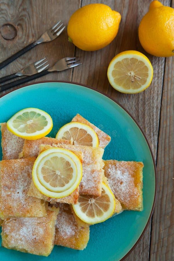 Vers gebakken citroenvierkanten royalty-vrije stock afbeeldingen