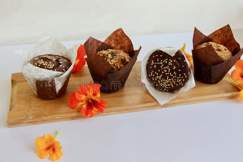 Vers gebakken muffins voor ontbijt stock fotografie