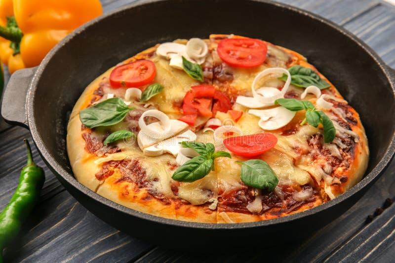 Vers gebakken pizza royalty-vrije stock foto