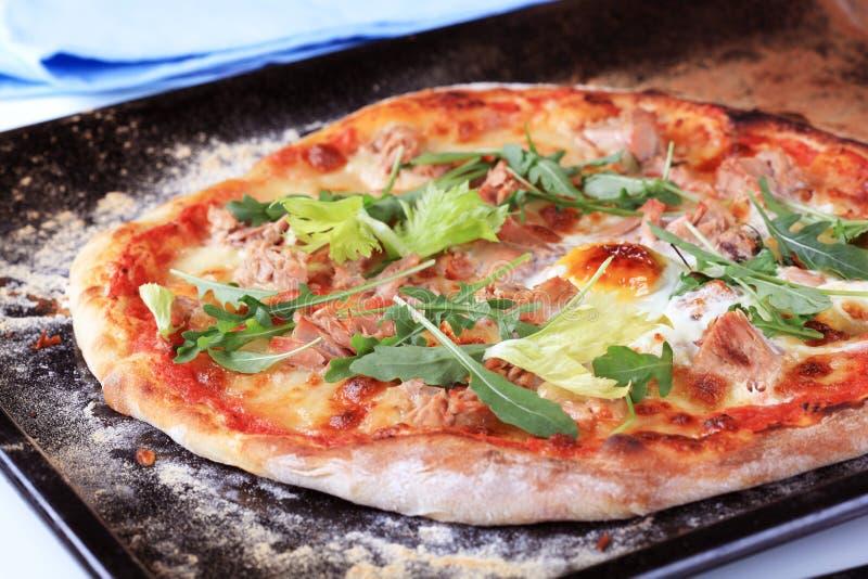 Vers gebakken pizza stock foto's