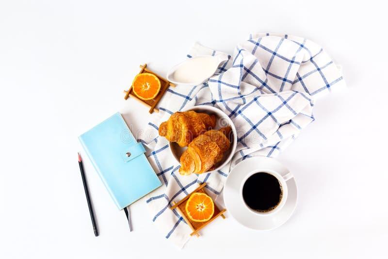Vers gebakken smakelijk croissant royalty-vrije stock foto
