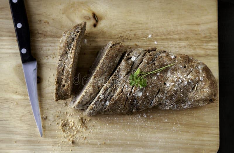 Vers gebakken volkorenbrood stock foto