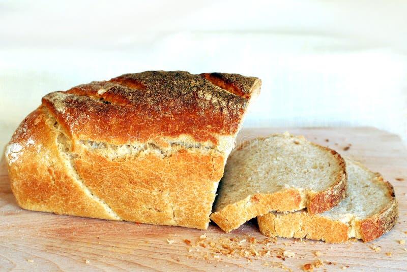 Verse plakken van zuurdesembrood stock foto's