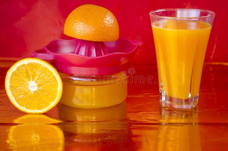 Vers gedrukt jus d'orange royalty-vrije stock foto's