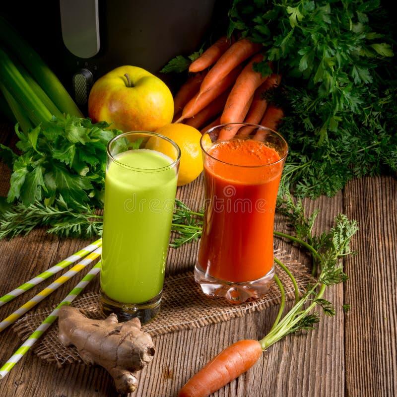 Vers gedrukte groentesappen stock foto