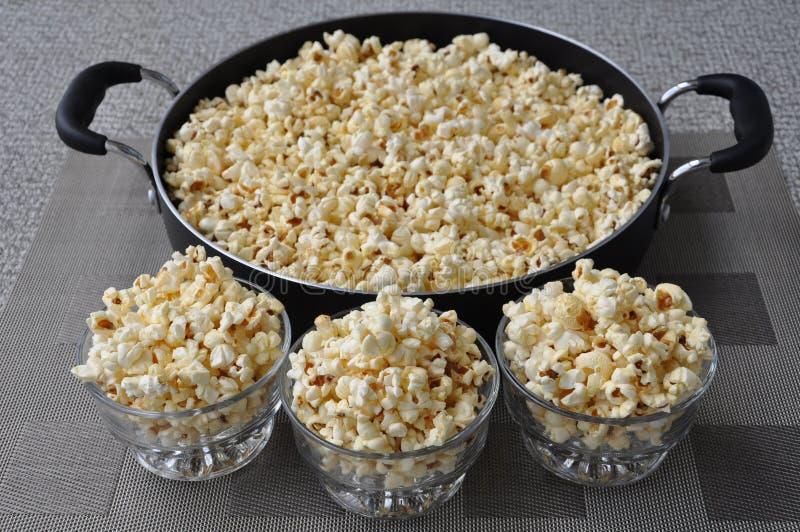 Vers gekookte heerlijke popcorn royalty-vrije stock fotografie