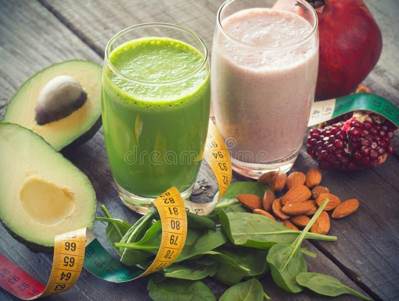 Vers gemengd fruit twee smoothies royalty-vrije stock foto