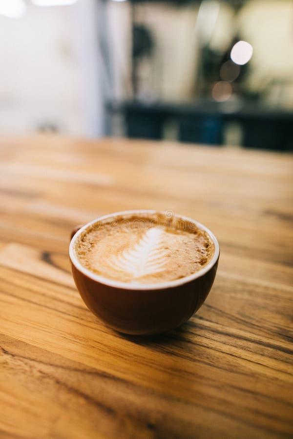 Vers het gebrouwen latte wachten op aan genoten van royalty-vrije stock fotografie