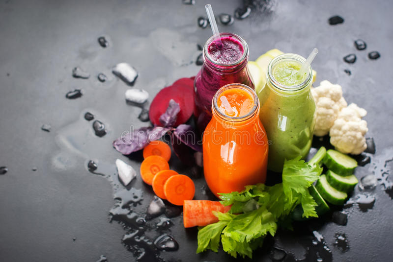 Vers Juice Smoothie Color Vegetables Bottles stock foto's