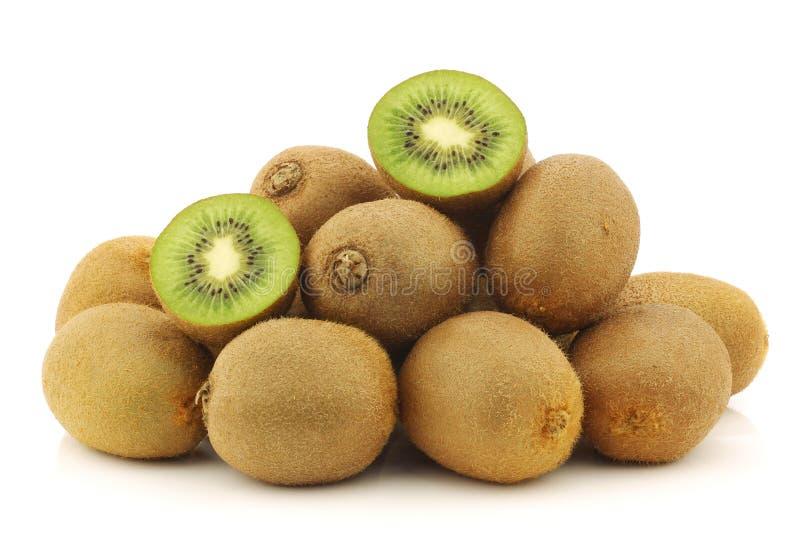 Vers kiwifruit en een besnoeiing  royalty-vrije stock afbeeldingen