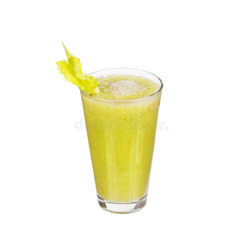 Vers komkommer, peren en selderiesap, dat op witte achtergrond wordt geïsoleerd stock afbeeldingen