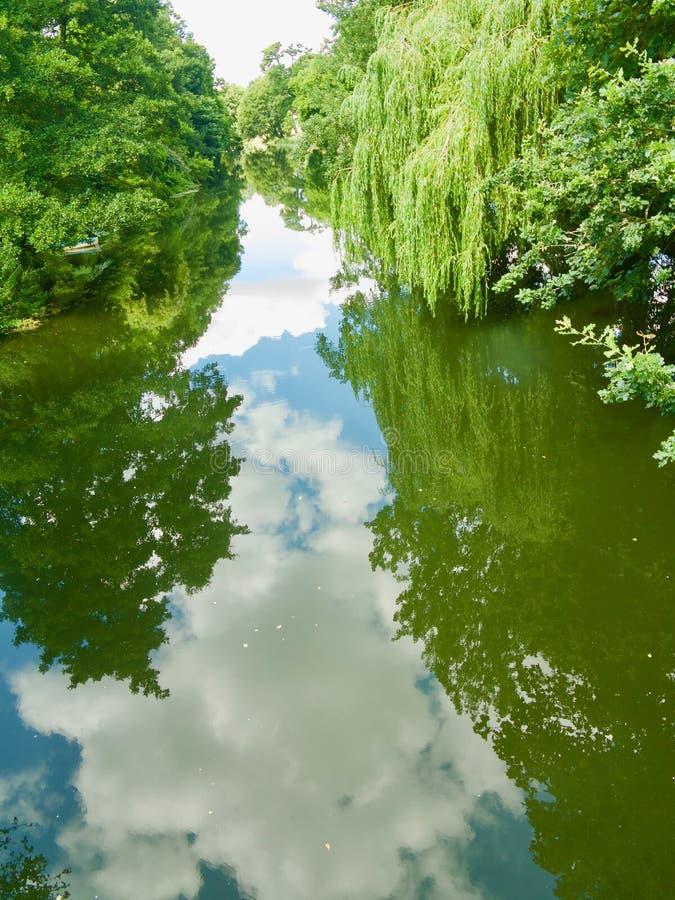 Vers le bas sur la rivière photo libre de droits