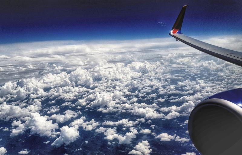 Vers le haut de dans les cloudclouds S image libre de droits