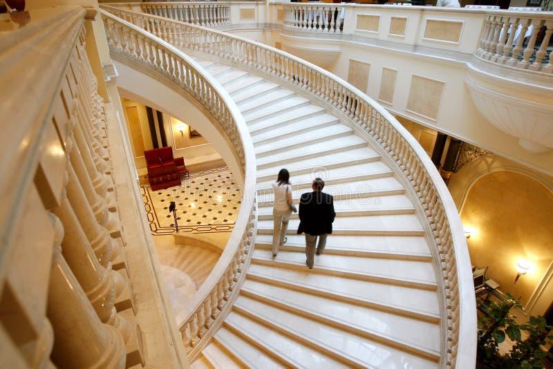 Vers le haut des escaliers photographie stock libre de droits
