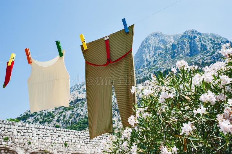 Vers linnen online in mounteins royalty-vrije stock fotografie
