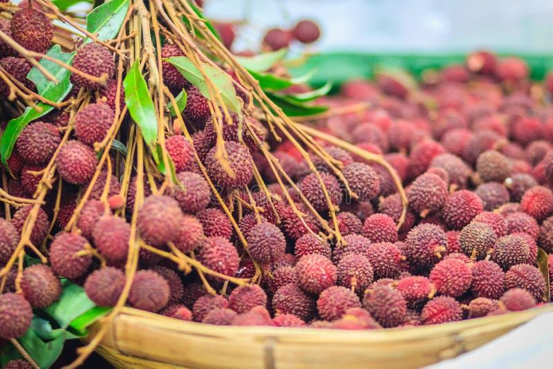Vers litchifruit voor verkoop bij de verse markt Litchi ook var royalty-vrije stock afbeeldingen