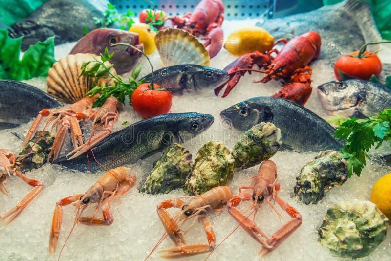 Vers overzees voedsel op de markt royalty-vrije stock foto's