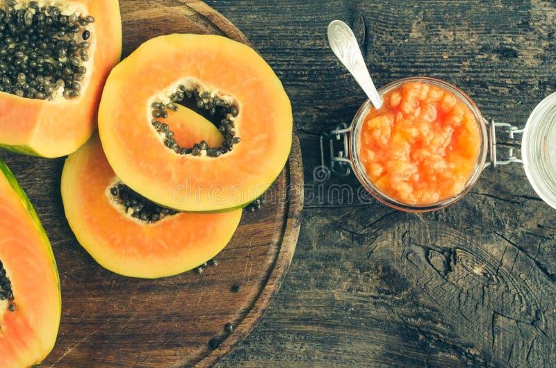 Vers papaja natuurlijk gezichtsmasker royalty-vrije stock fotografie