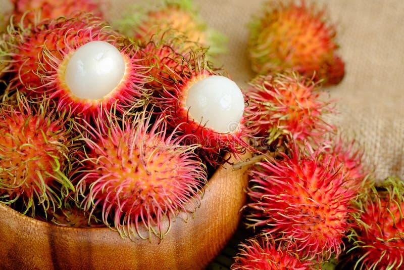 Vers rood rambutan fruit royalty-vrije stock afbeeldingen