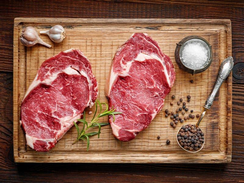 Vers ruw rundvleeslapje vlees royalty-vrije stock afbeelding