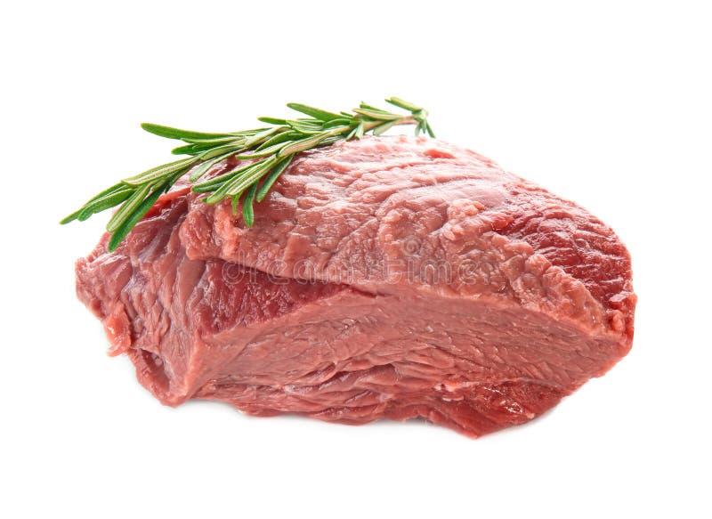 Download Vers Ruw Vlees Met Rozemarijn Stock Foto - Afbeelding bestaande uit schotel, vers: 107702770