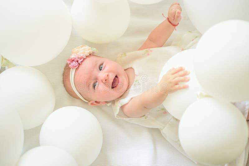 Vers slechts en gezond voedsel voor mijn baby Snoepje weinig baby Het nieuwe leven en geboorte Klein meisje Gelukkige Verjaardag  royalty-vrije stock afbeeldingen