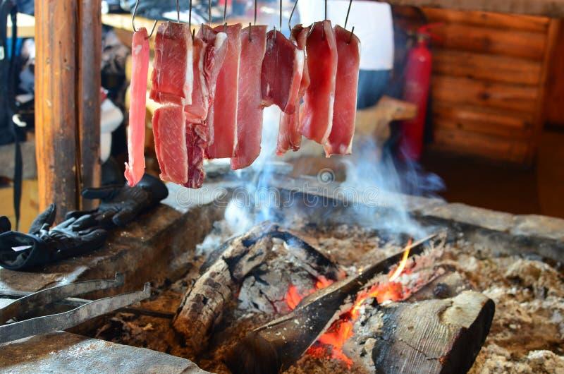 Vers vlees in rook royalty-vrije stock afbeeldingen