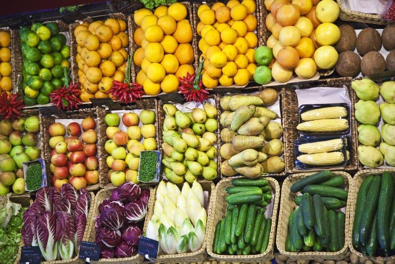 Vers voedsel dat bij de markt wordt aangeboden royalty-vrije stock fotografie