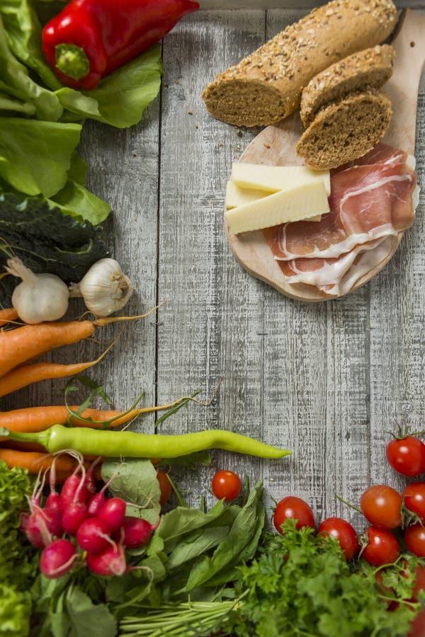 Vers voedsel op de lijst royalty-vrije stock foto's