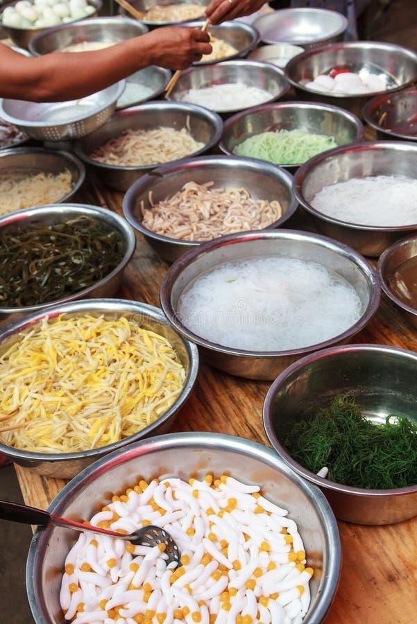 Vers voedsel op een Aziatische markt royalty-vrije stock foto