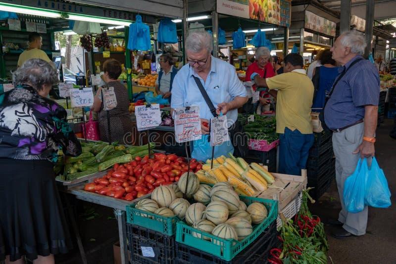 Vers voedsel voor verkoop stock foto