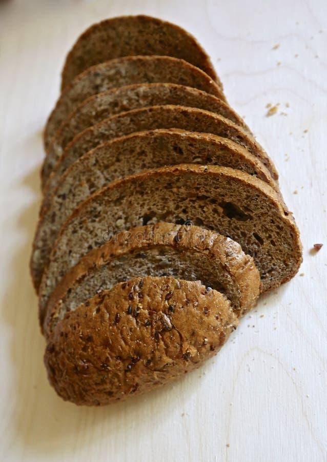 Vers zonder gist wordt het Mediterrane brood gesneden precies door stukken voor voedsel en sandwiches stock foto's