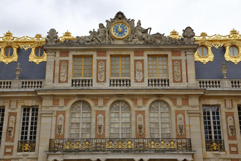 Versaille france famous balcony of chateau de versailles for Famous balcony