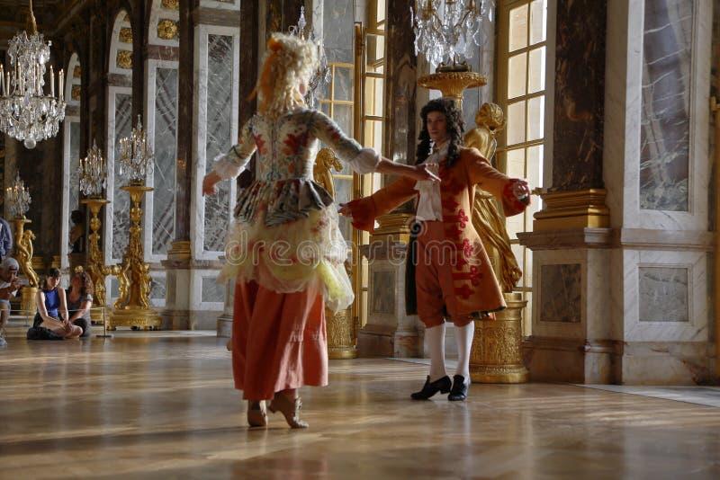 VERSAILLE FRANKREICH: Historische reenactors am Chateaude Versailles, der Zustand von Versaille waren das Haus und das Gericht vo stockbilder