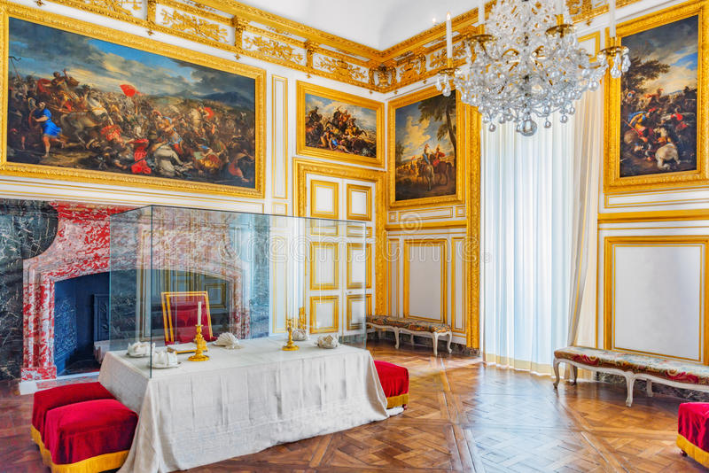 VERSAILLES, FRANCE - JULY 02, 2016 : Royal dining salon in Chateau de Versailles. Especially close courtiers sat on benches. Chat stock photos