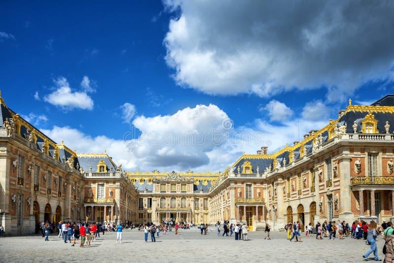 VERSAILLES, FRANKREICH - 8. AUGUST 2018: Royal Palace in Versailles Der Palast und die umgebenden Gärten ist sind auf der UNESCO lizenzfreie stockfotografie