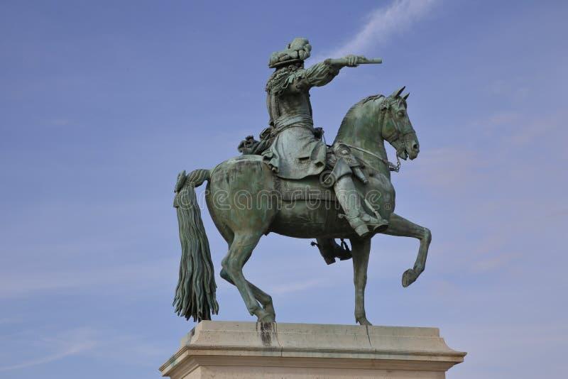 Versailles Louis XIV ryttarestaty, Frankrike - göra till kung Louis XIV - skott Augusti 2015 fotografering för bildbyråer