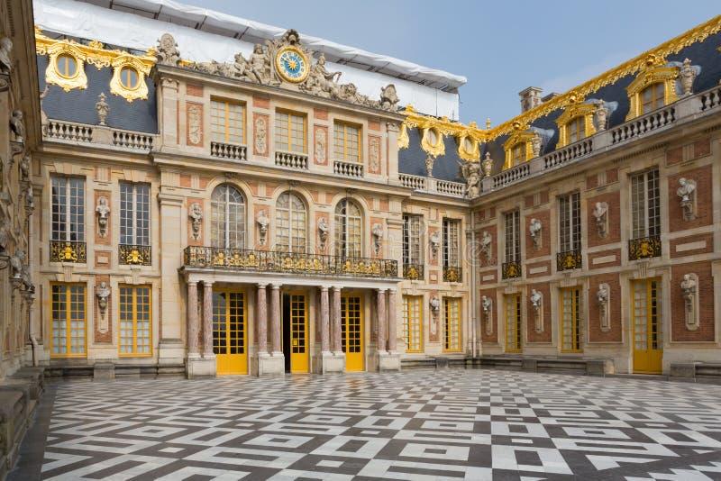Versailles palace entrance stock image image of culture for Architecte des batiments de france versailles