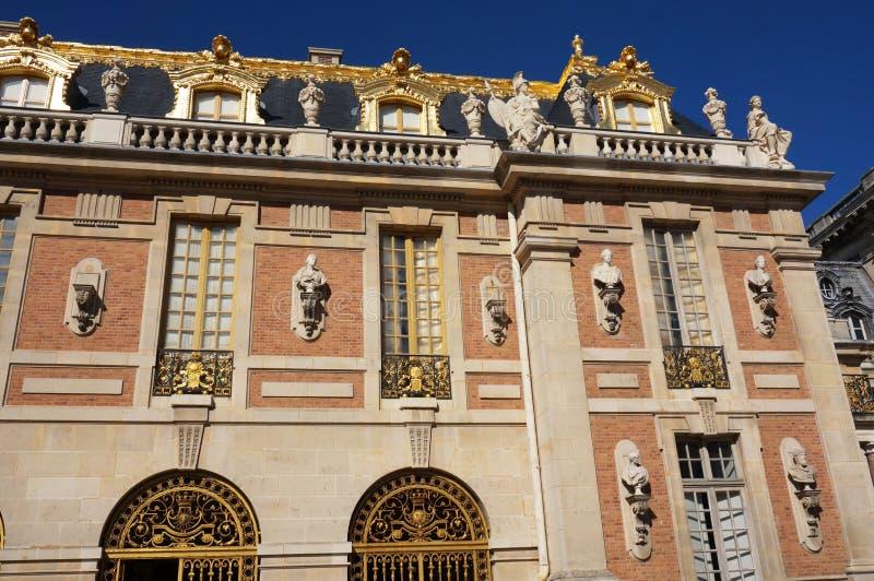 Versailles-Palast mit Goldblatt lizenzfreies stockbild